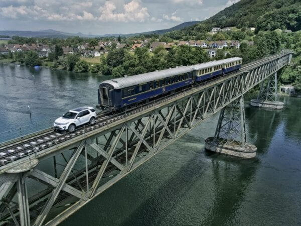 Land Rover – Train Pull